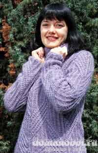Вязаный спицами женский свитер