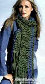Вязаный зелёный шарф с бахромой