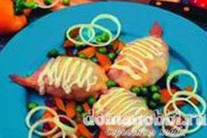 Тушки кальмаров фаршированные овощами под сыром