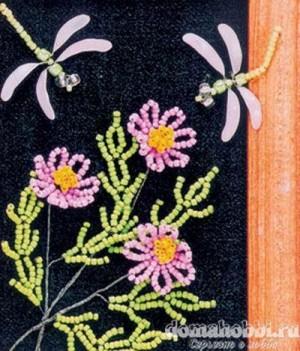 Панно с цветами и стрекозами, сплетенными из бисера